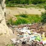 Prahova: Primărie amendată de comisarii de mediu pentru depozitări ilegale de deşeuri